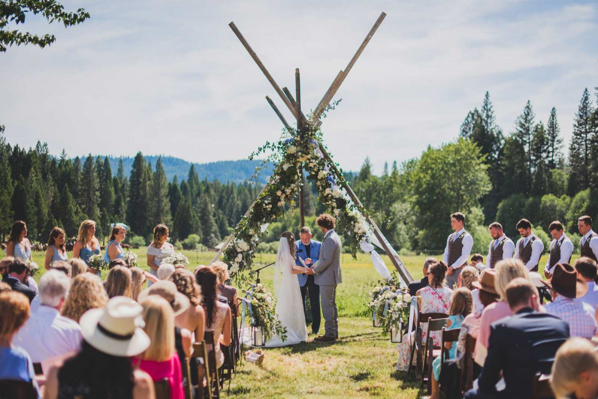 A bride and groom wedding outside at Greenhorn Ranch