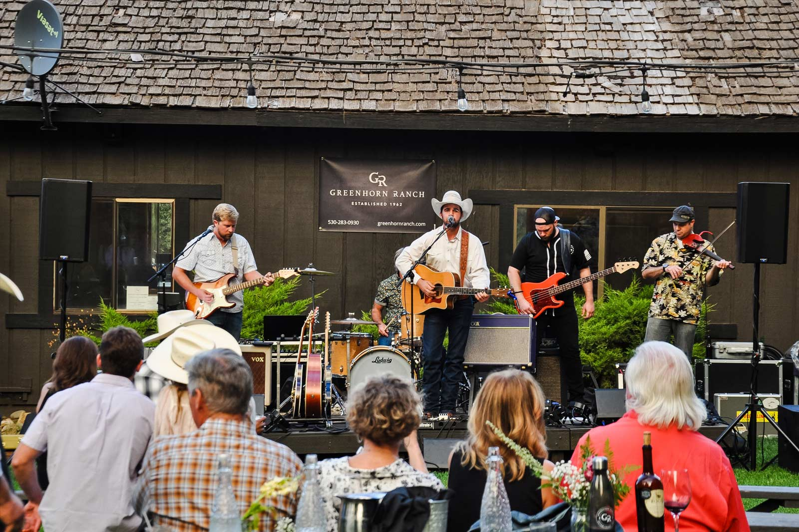 Live outdoor music during dinner at Greenhorn Ranch