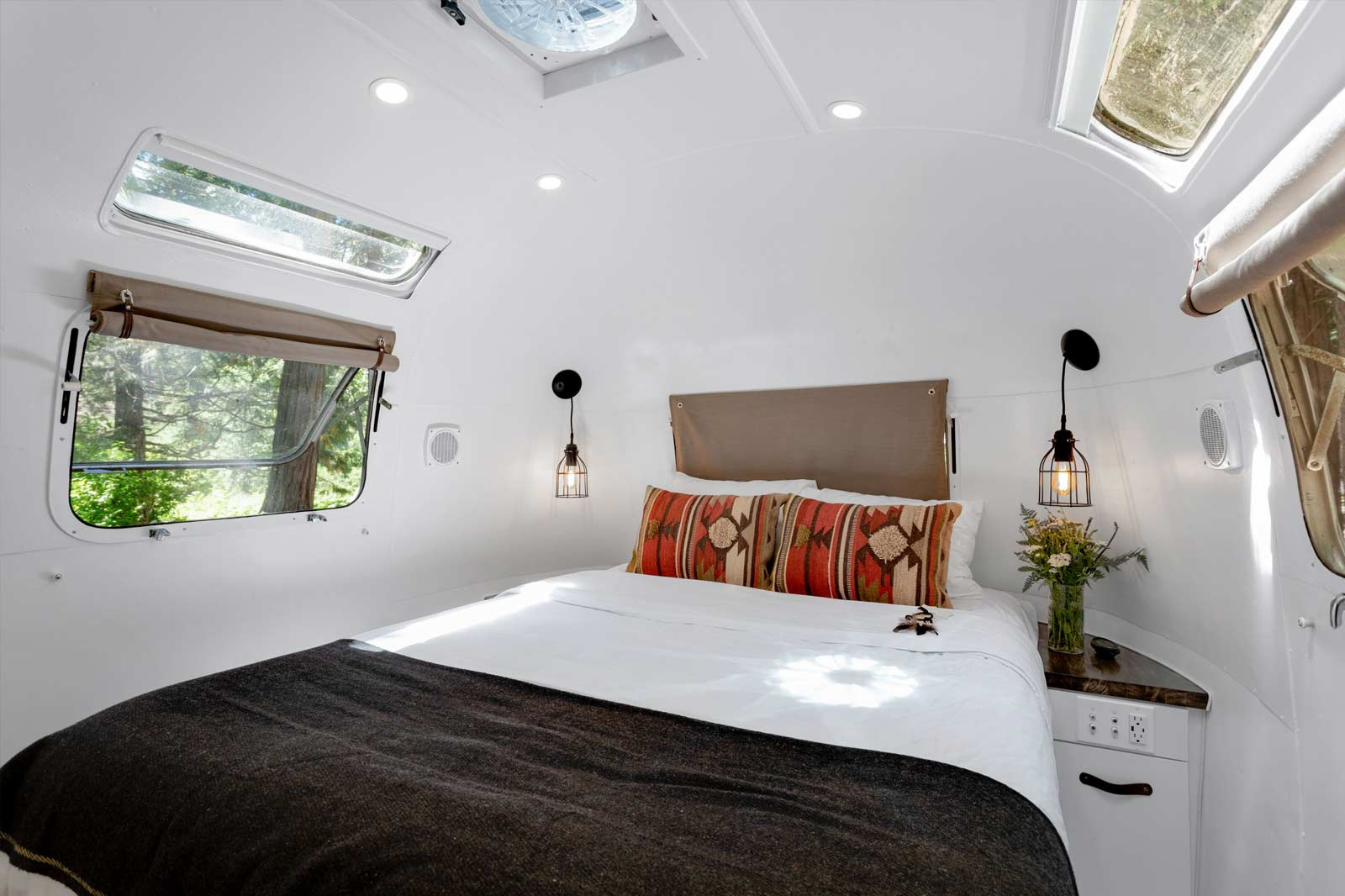 image of creekside airstream accommodation bedroom